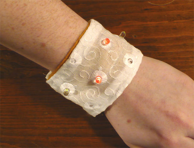 Soft-circuit-LED-Bracelet